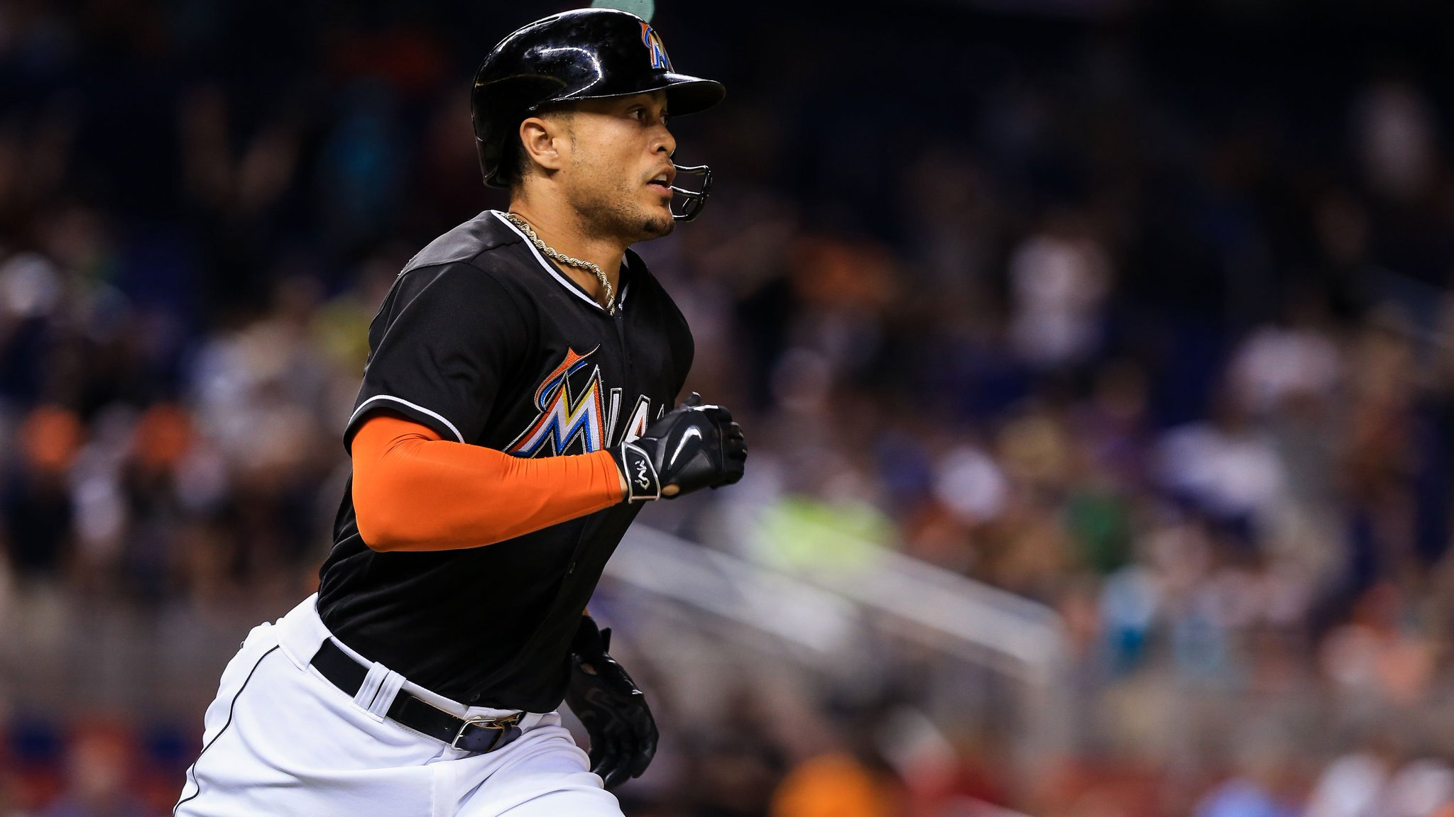 Giancarlo Stanton has now homered in six consecutive games https://t.co/hkgj8dwzmA https://t.co/FpjAFeEpve