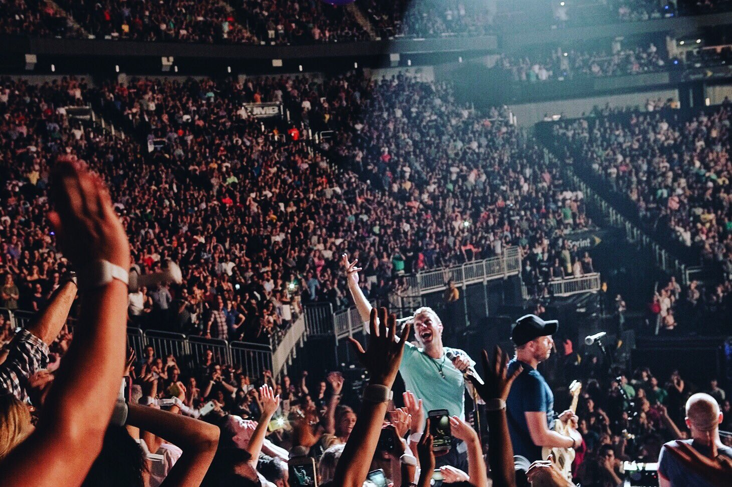 Hymn For The Weekend #ColdplayKansasCity R42 https://t.co/BK60GA48lI