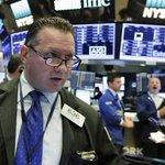 US stocks end flat; some retailers tumble