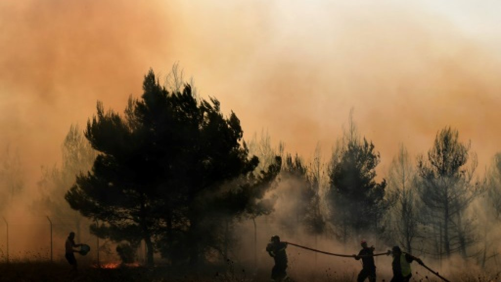Greece asks EU for air support to battle fires