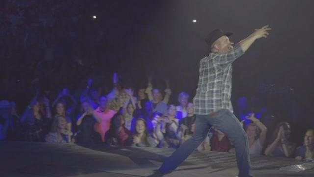 Country music icon Garth Brooks to perform concert in Indianapolis