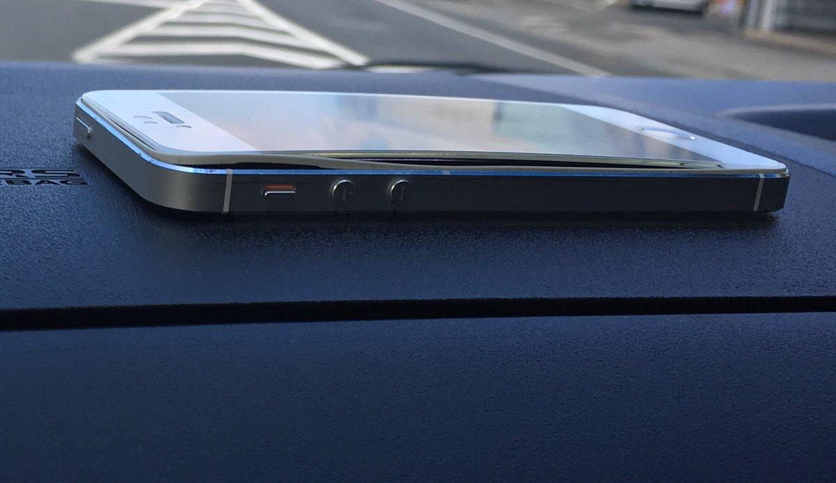 SHOWROOM視聴用に使ってたiPhone5Sのバッテリーが膨張して液晶が浮き上がった#iPhone5S#バッテリー#