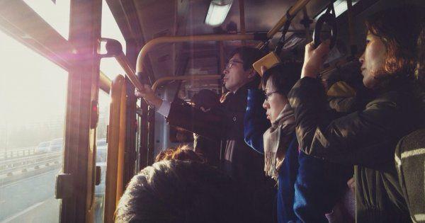 Des statues de femmes installées dans les bus à Séoul
