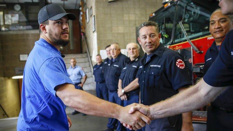 Kyle Schwarber visits Chicago Fire Department's Engine 112