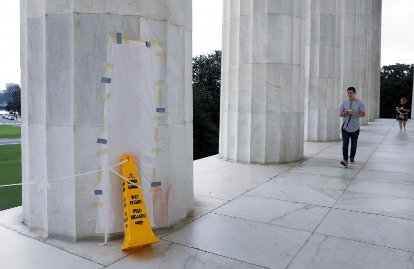 Lincoln Memorial in Washington defaced with expletive https://t.co/w4mlXVtepZ https://t.co/whN45TbLDN