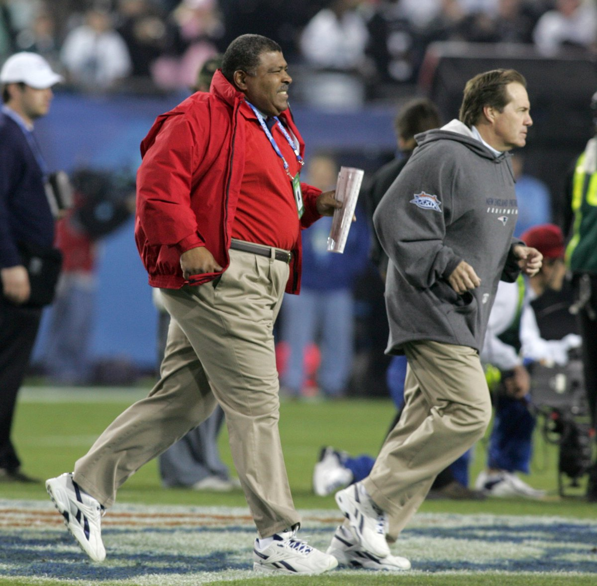 Bill Belichick praised Romeo Crennel for running 'the whole defense' in 2001