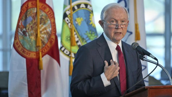 'Call your mayor': Sessions tries to blame Chicago's crime on its sanctuary city policy