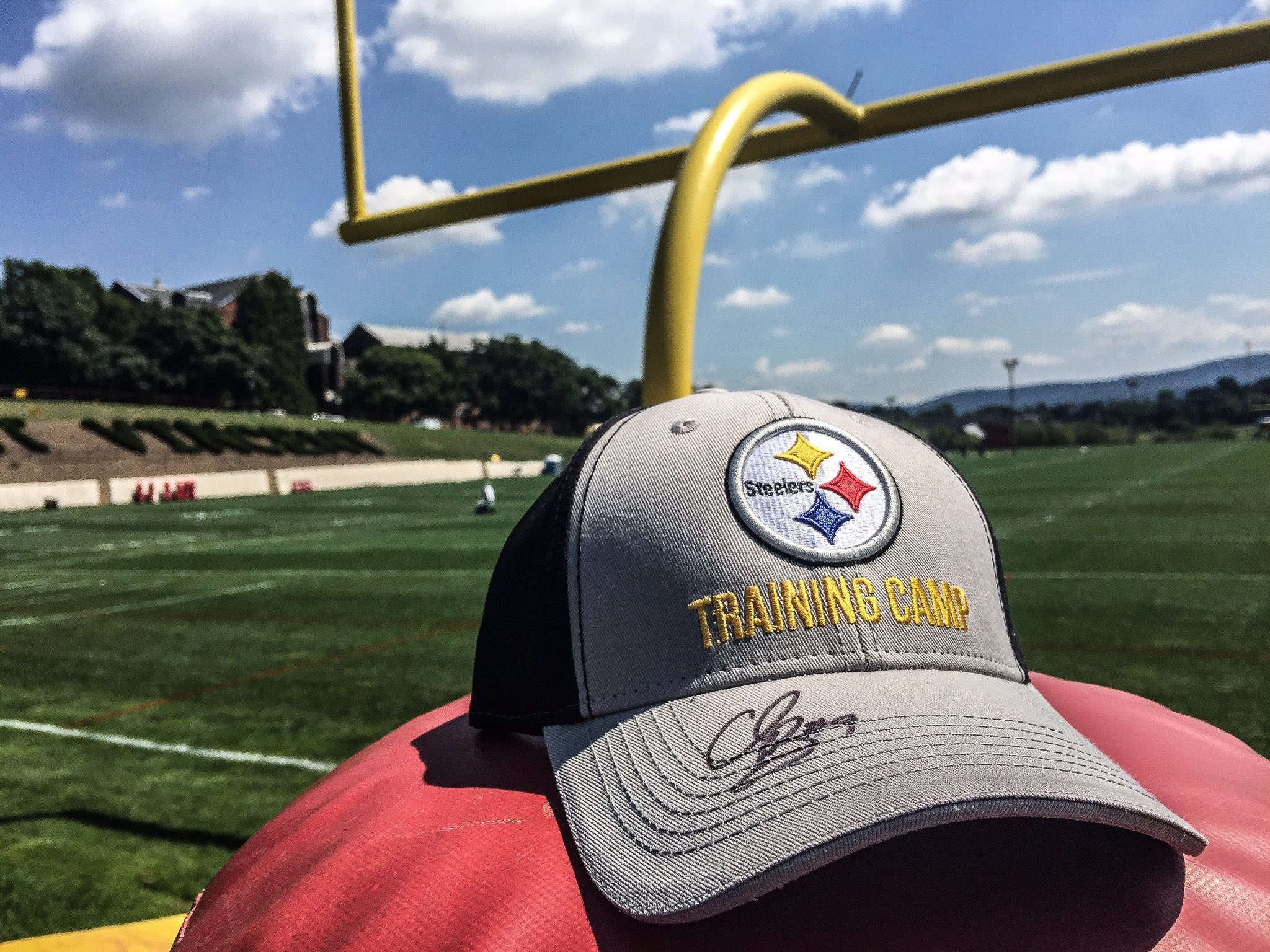 Wanna kick it with this @WizardOfBoz09 autographed hat?  Retweet for your chance to win. �� https://t.co/lEHsVtjBJb