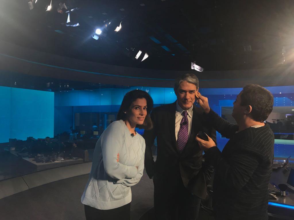 Bonner e Renata na bancada e o #JN está no ar! https://t.co/9lriyLkDWD