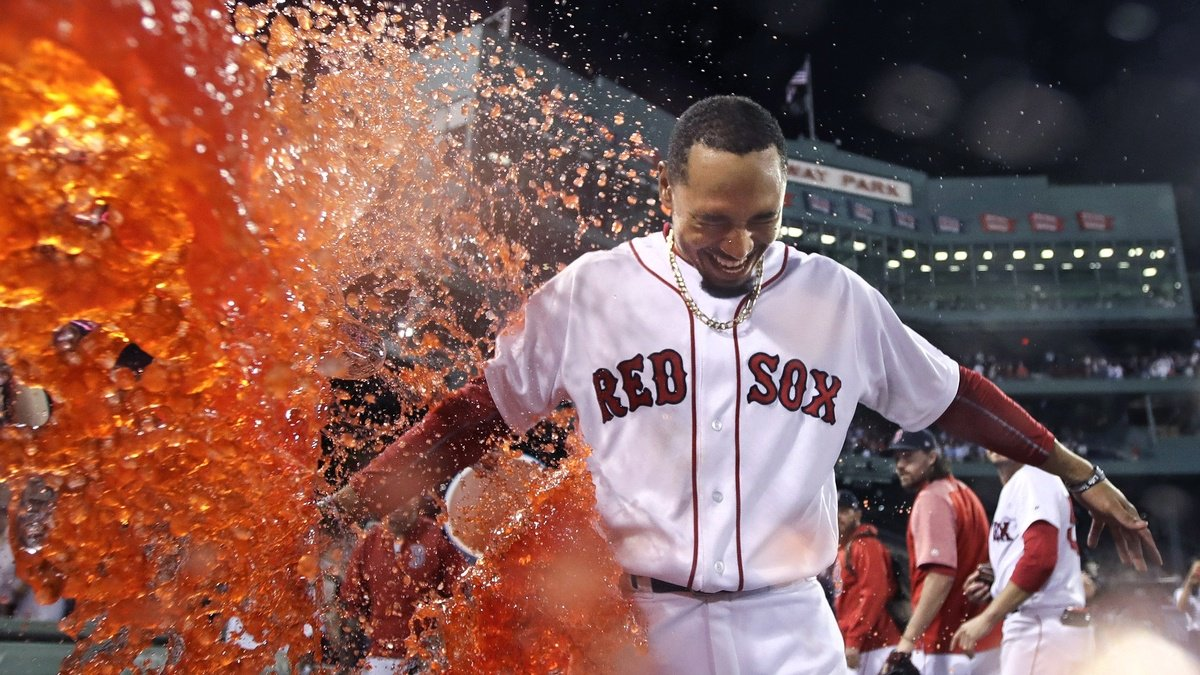 Betts' 2-run double earns Red Sox walk-off win over Cardinals