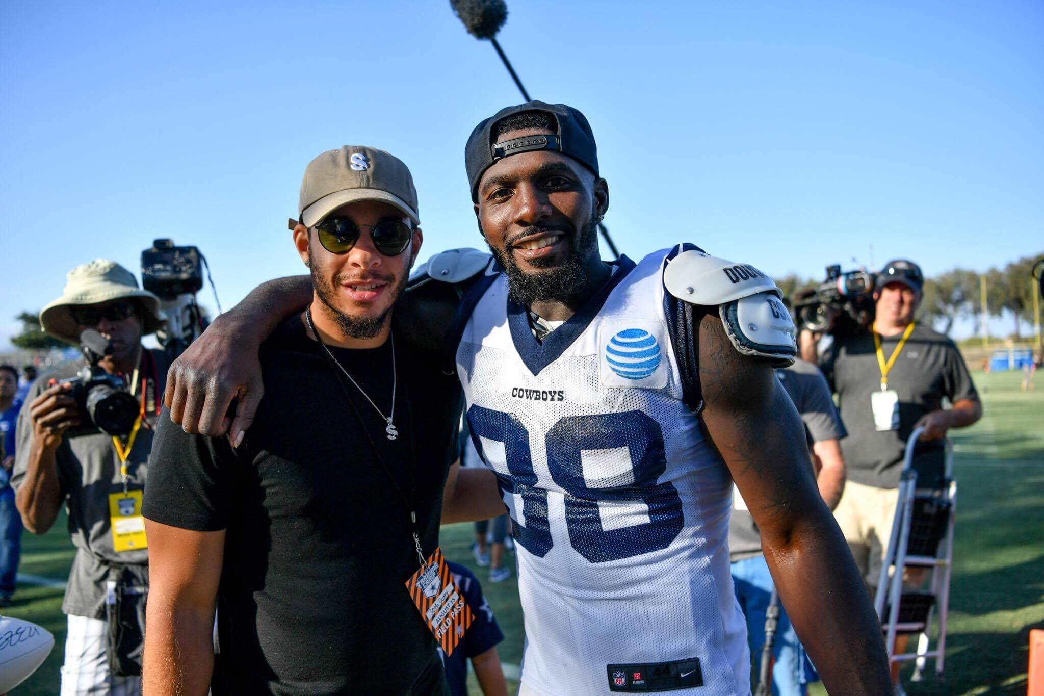 Yesterday our very own @sdotcurry dropped by @dallascowboys Training Camp!  ��:@42ndWitness https://t.co/aHLdRS7zsU