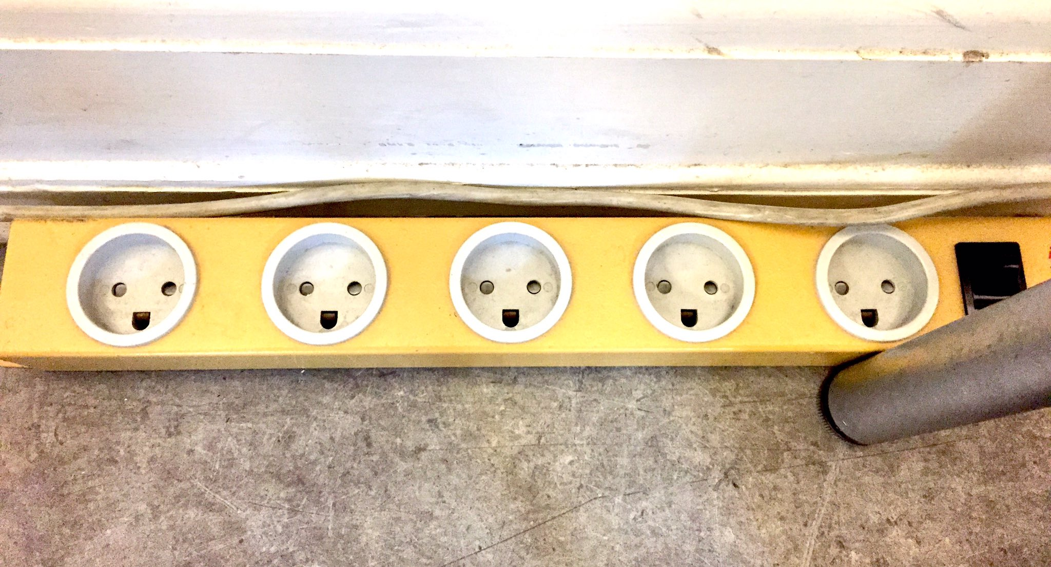 Denmark has the happiest power outlets I have ever seen https://t.co/btzXVVHw7M