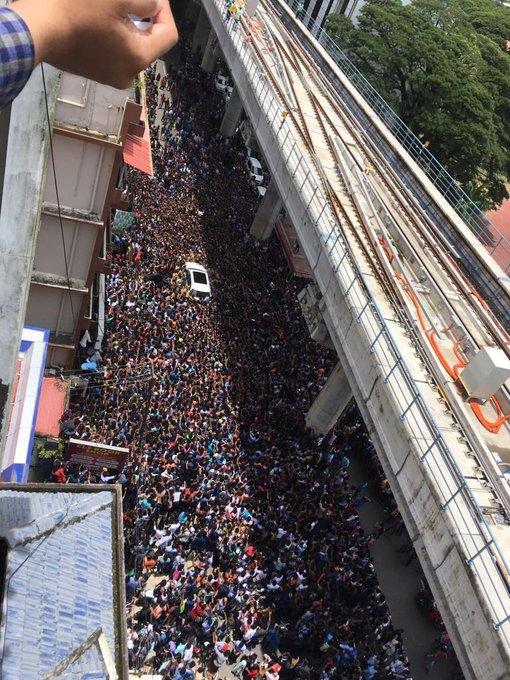 My car in literally a sea of love in Kochi Kerala!! Thanks #fone4 https://t.co/lLHTo8GyrC