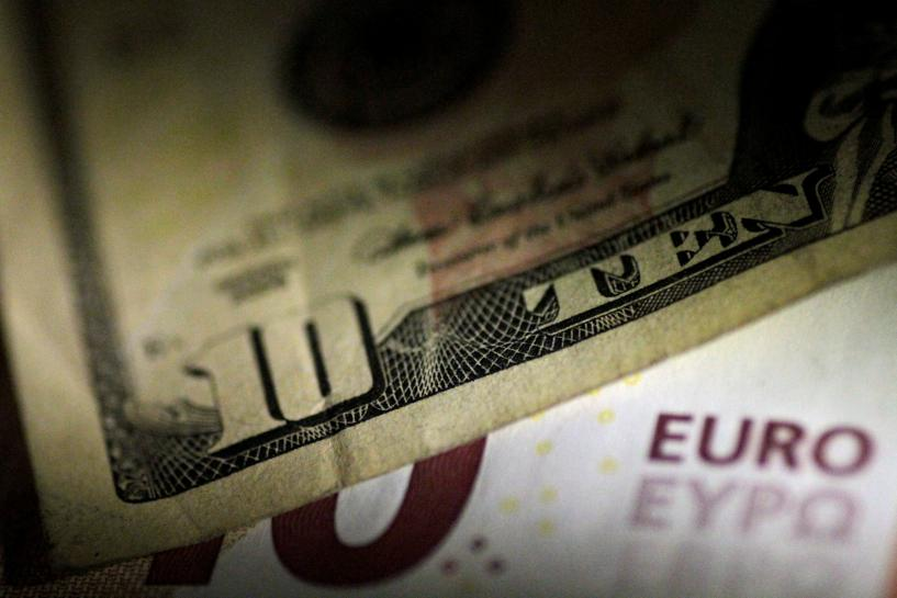 Euro edges higher as dollar outlook darkens https://t.co/cEHlelnZUj https://t.co/11Gl1j6fQL