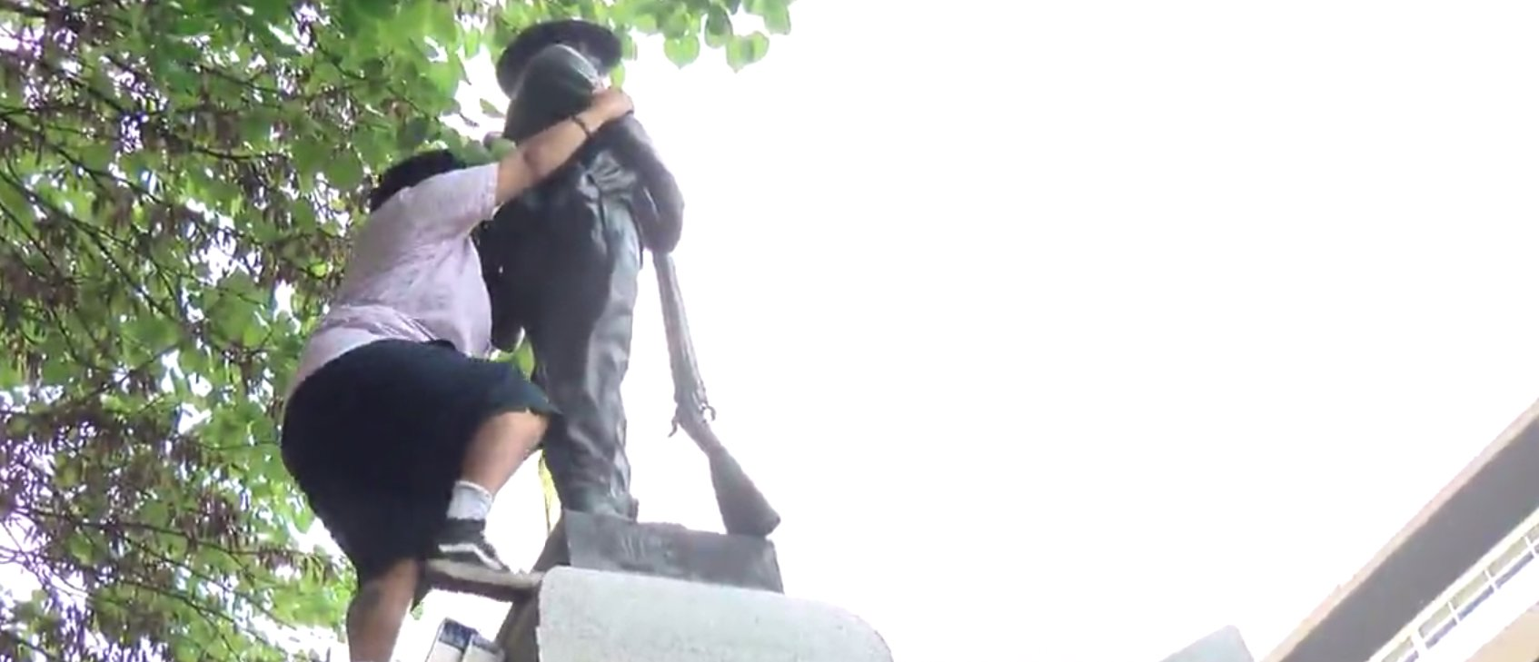 Woman Who Destroyed Durham Confederate Statue Is A Pro-North Korea Marxist https://t.co/MVobUI5e5c https://t.co/kgzZRxNfrg