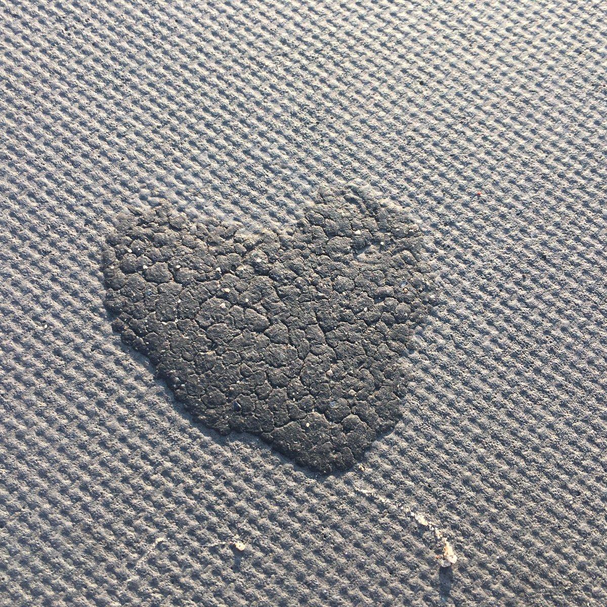 Herzlicher Asphalt für einen guten Start in den Tag. #hach #GutenMorgen https://t.co/n9Y3qsDa1g