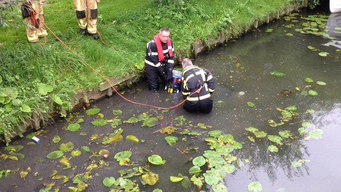 Melding persoon te water Gerbrandystraat Naaldwijk na aantreffen scootmobiel te water https://t.co/2bDbNboM89
