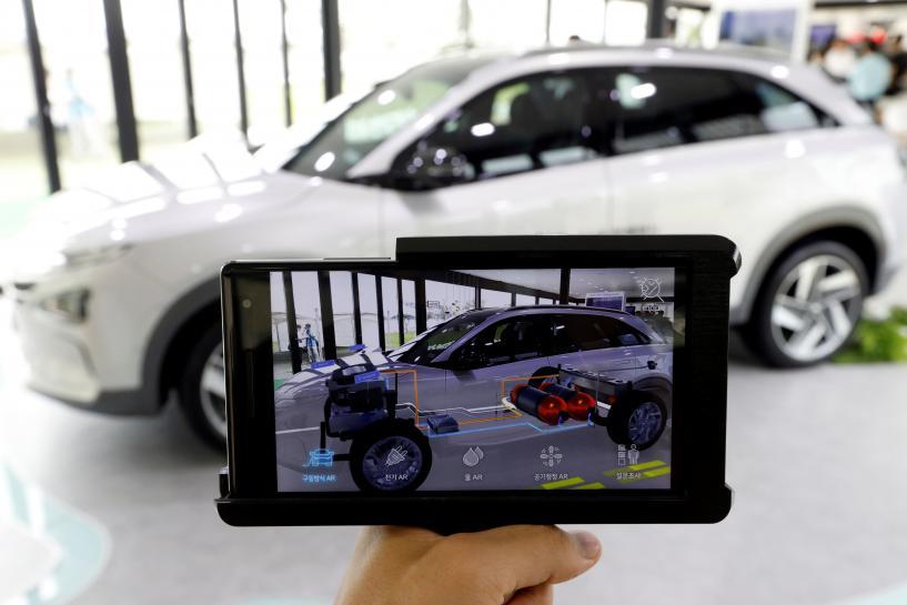 Hyundai plans long-range premium electric car in strategic shift https://t.co/wlmjkp5yaB https://t.co/oKNmLe3WJ3