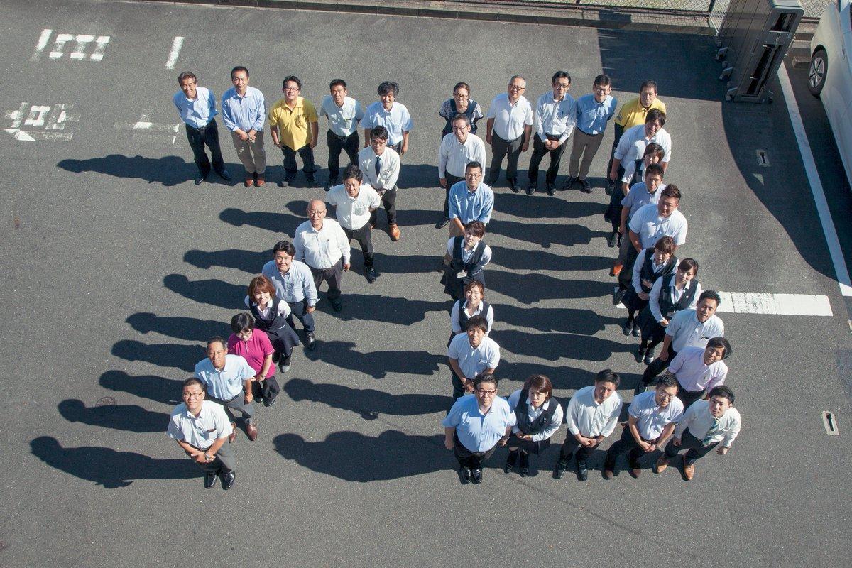 【広報課員のつぶやき】市内企業の株式会社たまゆらが枚方市市制施行70周年をお祝いして、「70」を人文字で作ってくれました