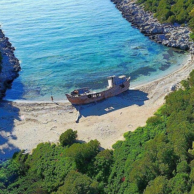 Дом в остров Скирос у океана