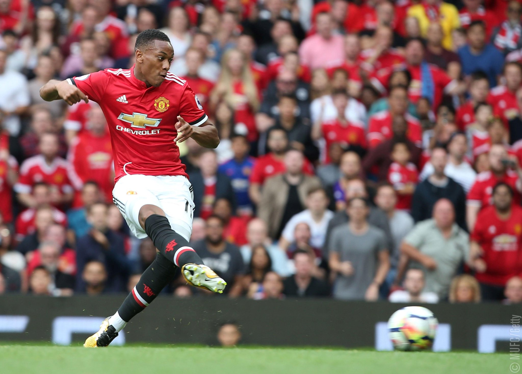 ����  @AnthonyMartial is targeting more silverware in the 2017/18 season: https://t.co/RsosooZpZB #MUFC https://t.co/VHUScmqTdi