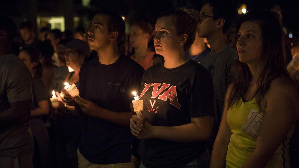 Hundreds peacefully gather for impromptu candlelight vigil at  University ofVirginia