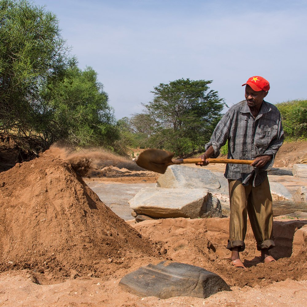 How Kenya's communities are fighting a sand war against powerful cartels