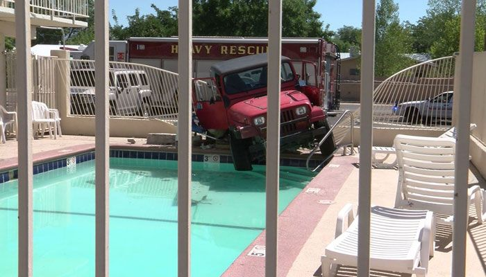 Jeep crashes into hotel swimming pool