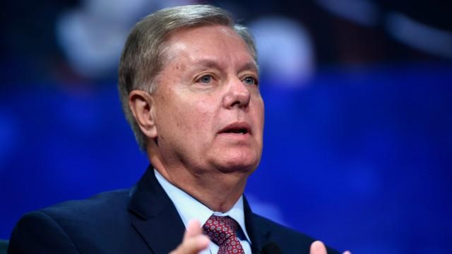 Graham asks Trump to 'fix' Charlottesville comments: 'History is watching us all' https://t.co/6ly6HkQriV https://t.co/Bkx9BJdeYO