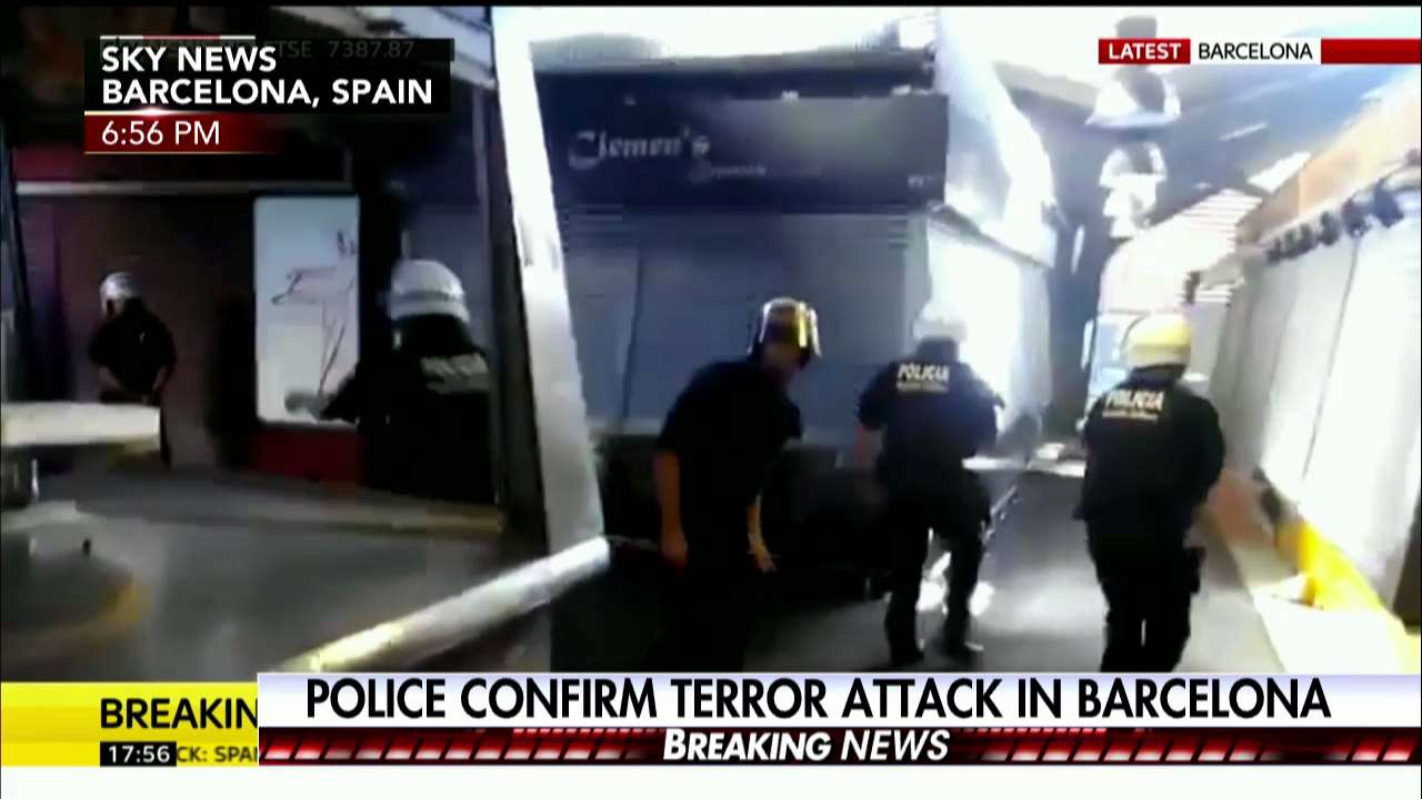 Police: Treating this as terror attack. #Barcelona https://t.co/YI5yhXUMt1 https://t.co/dQfULu2i5p