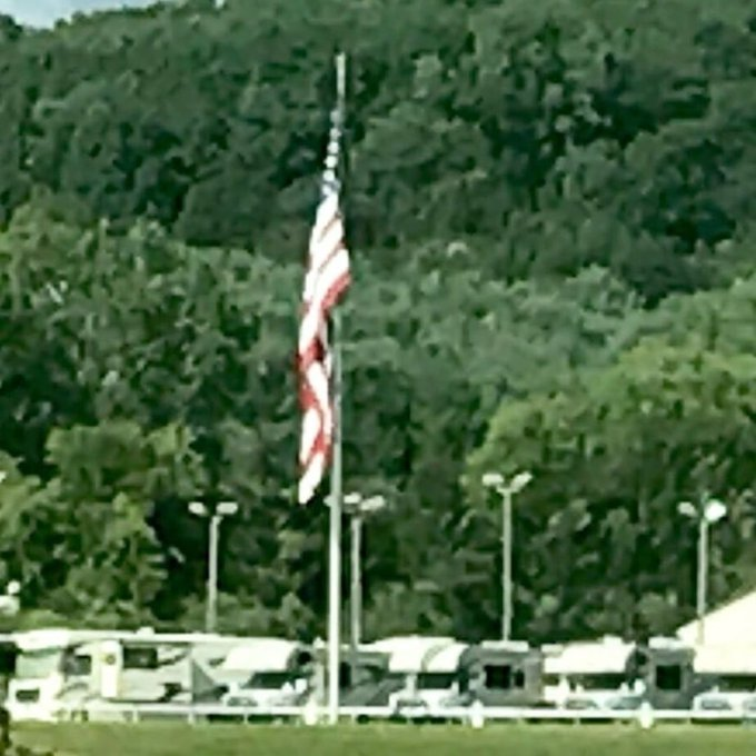 #US Flag marking the spot where a fleet of #motorhomes are ready to see the country and other great flag displays.… https://t.co/ZJ4SA8m5xW https://t.co/XQ7Mv5moQA