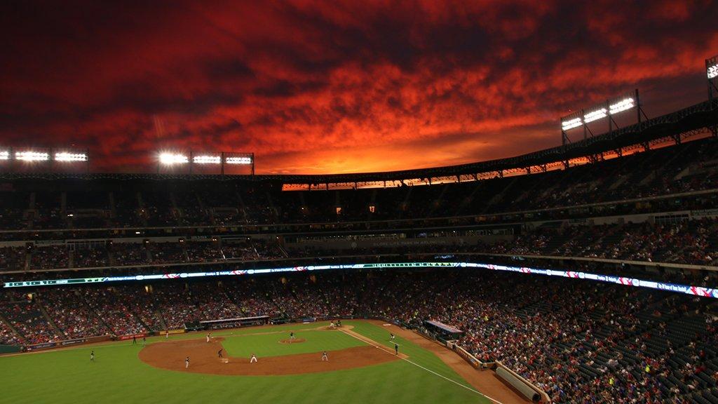 RT @MLB: When the #BaseballSky is 🔥. https://t.co/csxU71VsbP