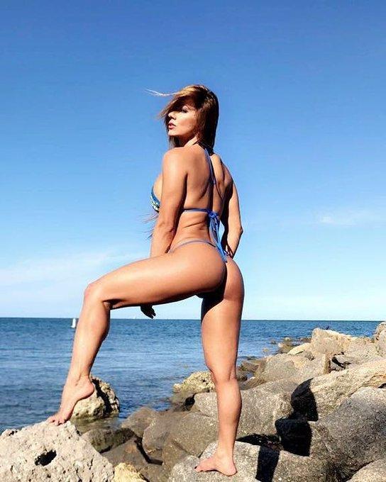 Hoy una tarde de playa y sexo los invito a que vean los vídeos más explícitos en https://t.co/WU8FvbGWAV