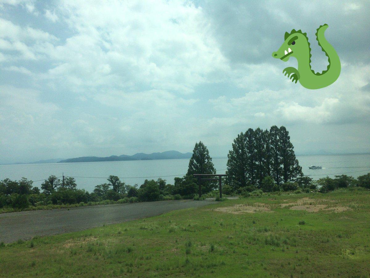 曇天に笑う思い出すので毎回琵琶湖通るときは写真撮る🙂いい感じに鳥居写ってくれた⛩