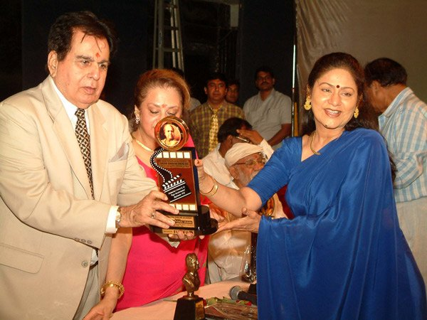Happy Birthday to Aruna Irani... receiving the honor from Dilip Kumar and Saira Banu Ji