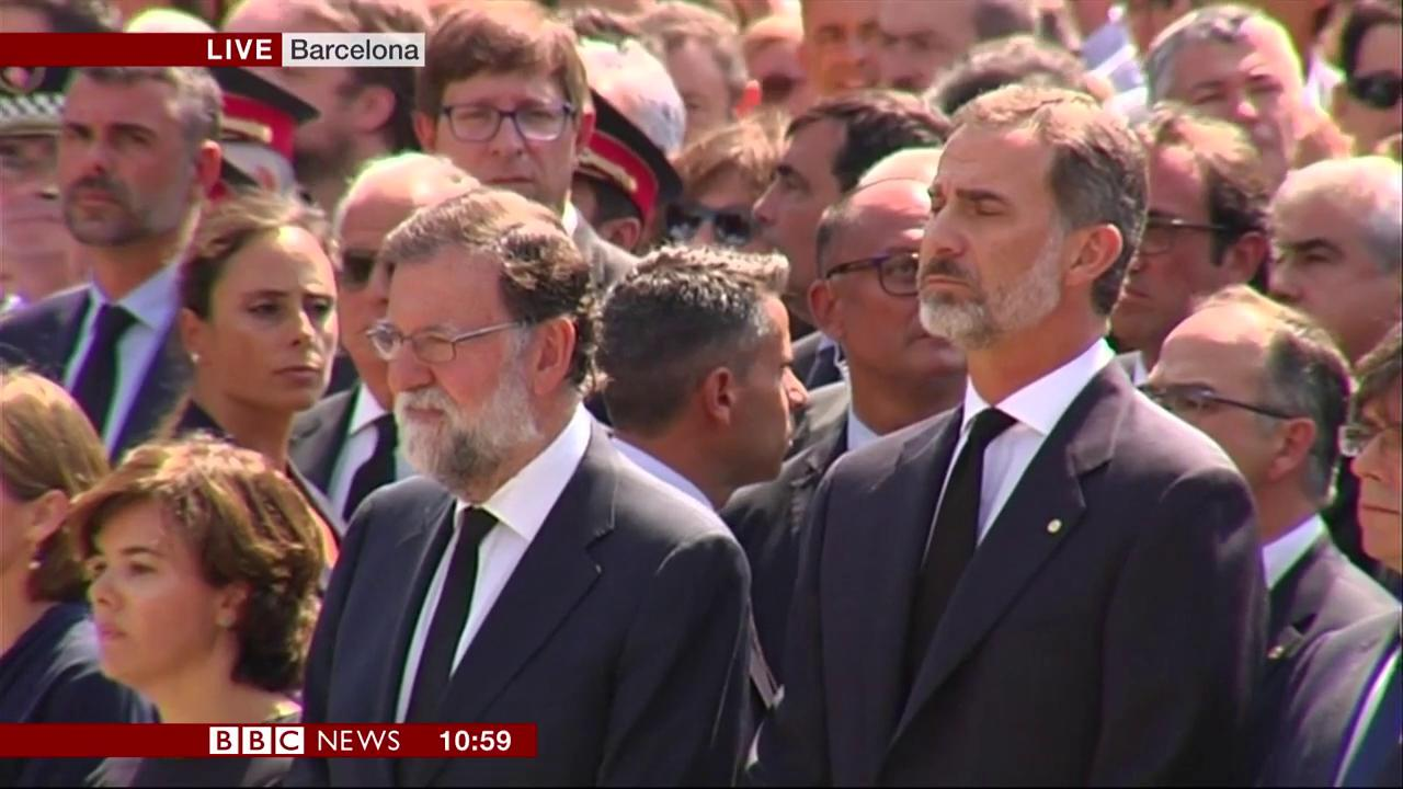 A minute's silence is observed in #Barcelona to remember victims of Thursday's attacks  https://t.co/xygRgsg3t0 https://t.co/HiIohigA3u