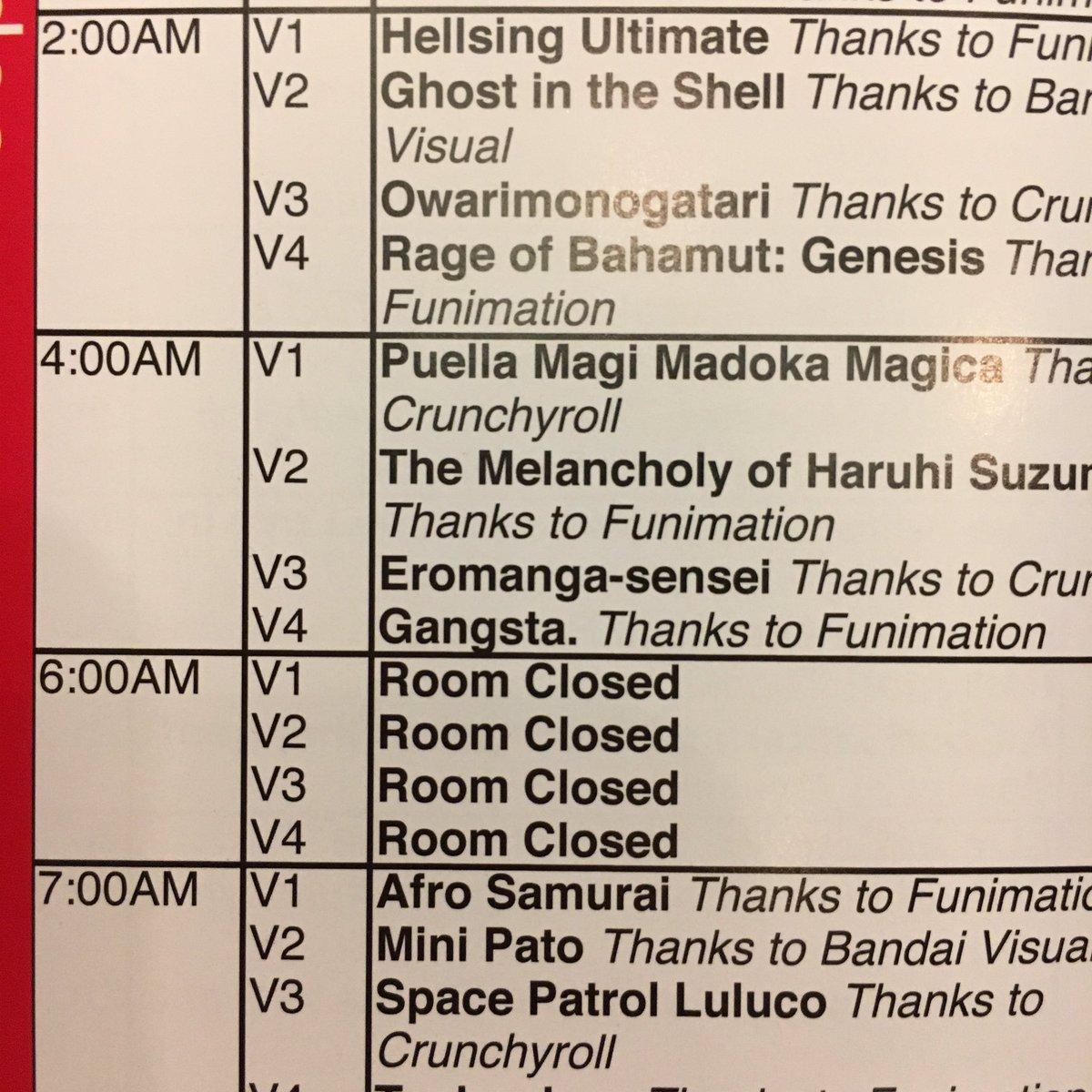 アメリカのコミコン(コミケ的なやつ)に来てるんだけど、ホテルのバンケットルーム貸し切りで24時間アニメ上映会とかやってて