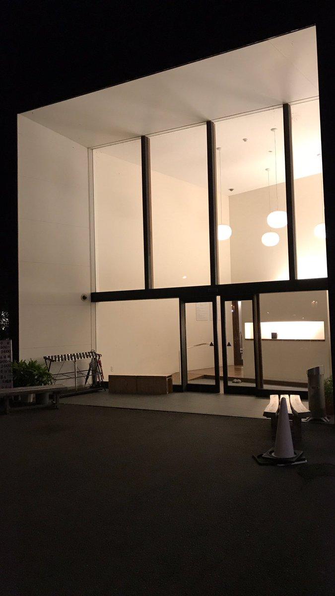 夕飯前に琴電仏生山駅近くの仏生山温泉でひとっ風呂。設備全て露天風呂という開放的な設定は、讃岐の夏の夕暮れの風情を味わうに