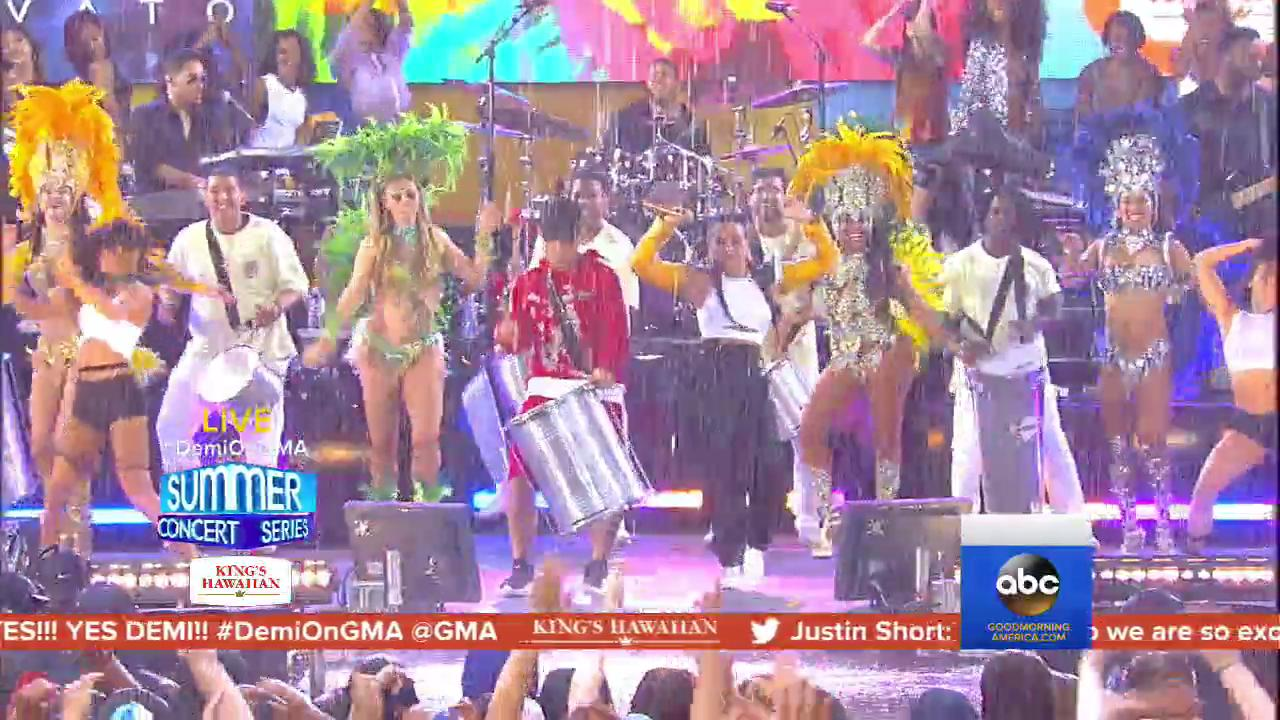 WATCH: @ddlovato performs 'Instruction' with @JaxJones (in the pouring rain) LIVE on @GMA! https://t.co/jGJ0mfxdGD https://t.co/oGDDQ7mkBW