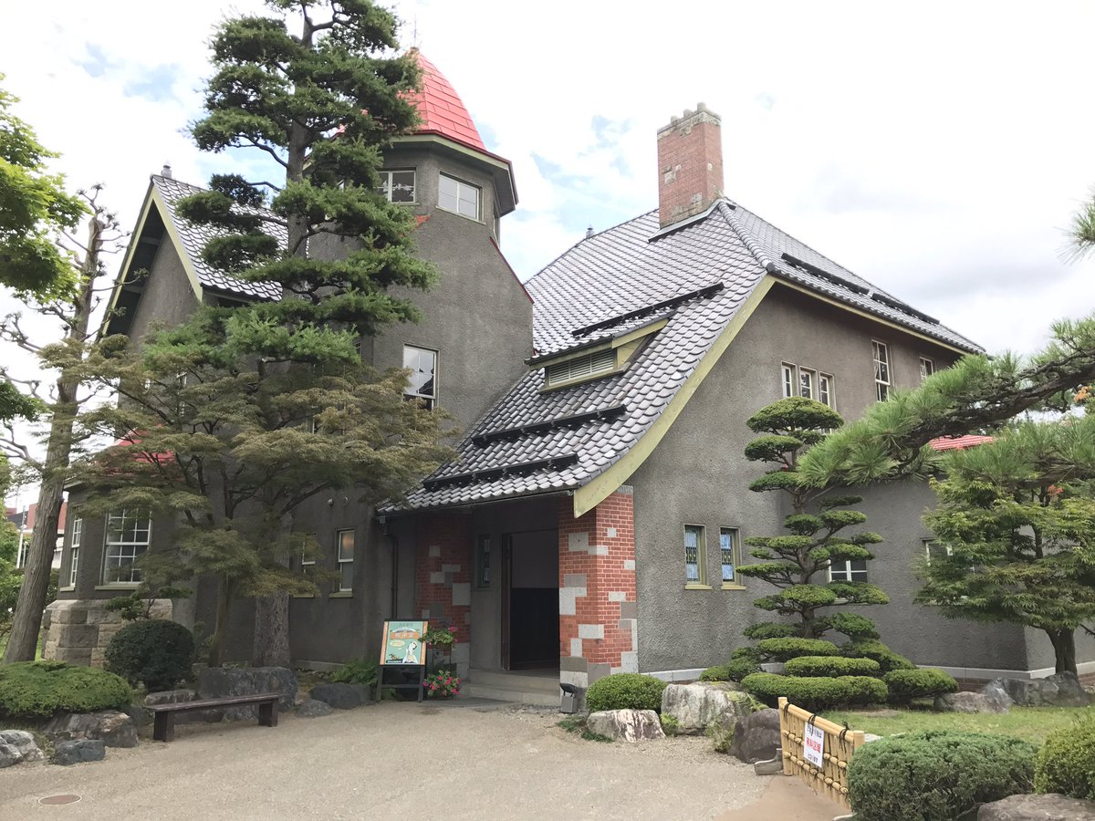 ふらいんぐうぃっち巡礼その1 藤田記念庭園の洋館と喫茶室 テラス席に座ることができた。お客さん多くて写らないように写真撮