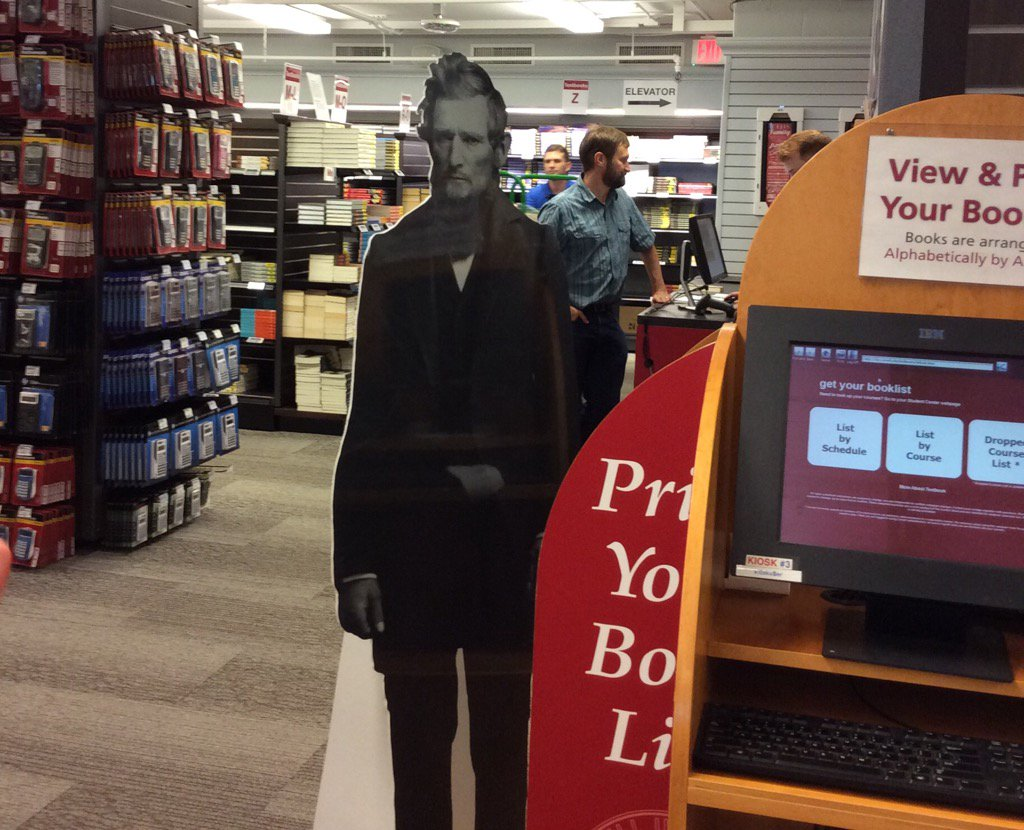 RT @CornellStore: Ezra is printing his textbook list before going to the shelves, since they're by author 😂. #EzraExploresCornell 📚 https:/…