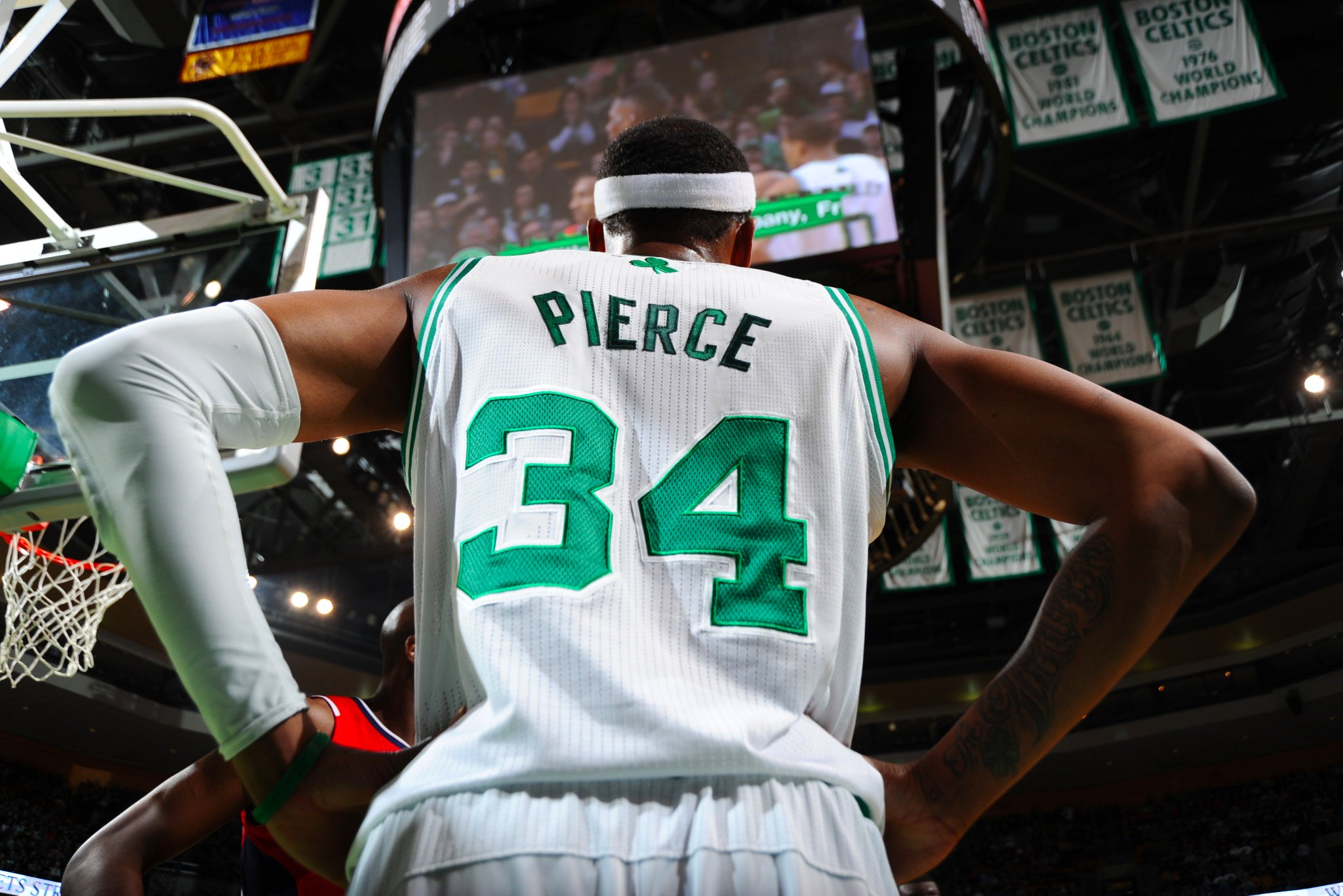 #️⃣3️⃣4️⃣ is headed to the rafters.   The @celtics will retire Paul Pierce's No. 34 on February 11th vs. Cavs. https://t.co/OTqdnGB85V