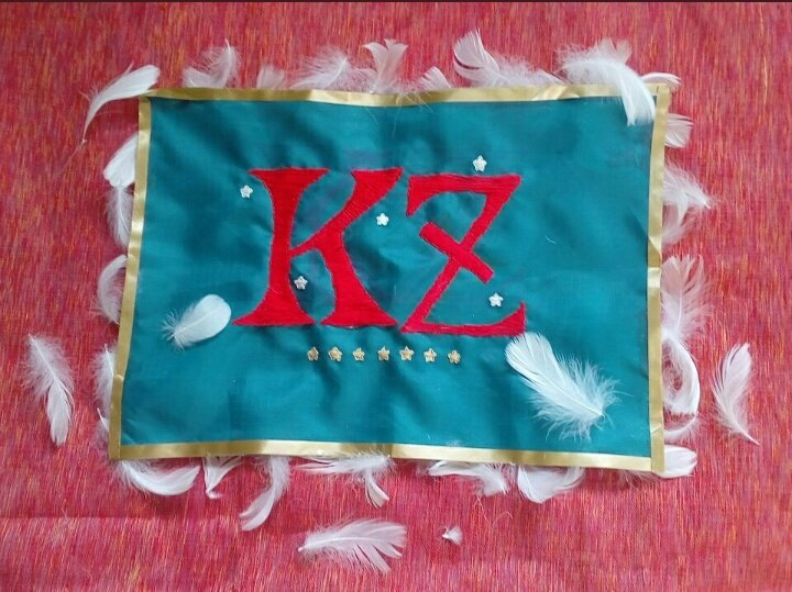 #探偵チームKZ前から作りたかった、『本格ハロウィンは知っている』の中で彩ちゃん(アーヤ)が手書きしていたKZの団旗、作