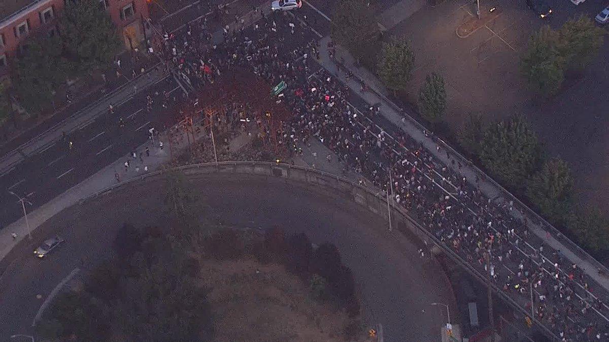 RT @KGWNews: Demonstrators now marching across Morrison Bridge towards downtown Portland https://t.co/2UYc9vmGSc https://t.co/cDb7jvMOjj