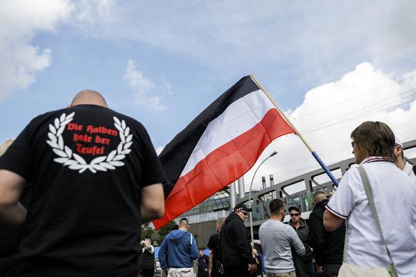Veel protest bij nazi-mars in Berlijn