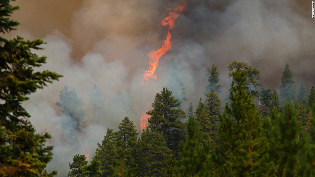 Oregon wildfire spreads in prime eclipse-viewing area, hundreds evacuated