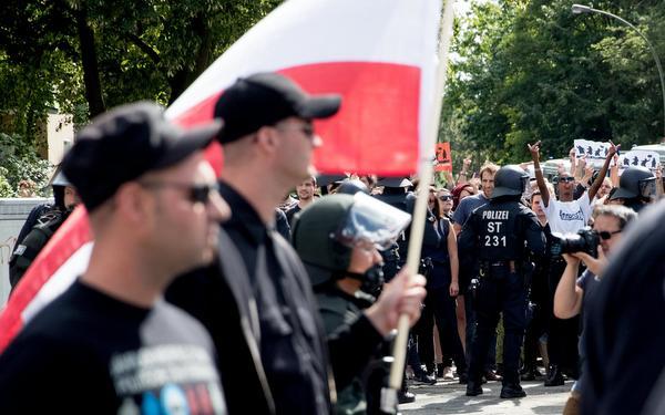 Veel protest tegen nazi-mars in Berlijn