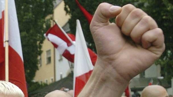 Hundreds of neo-Nazis march through Berlin in honour of Rudolf Hess