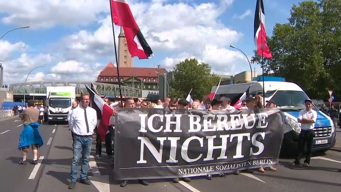 Police separate neo-Nazis, opponents at Berlin protest