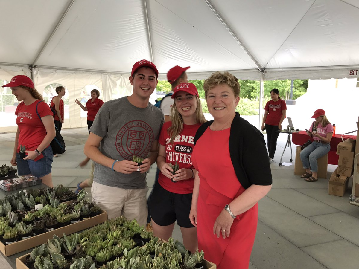 RT @CornellCALS: Welcoming our newest students with caps & 🌱. We can't wait to see them grow. #CornellWelcome #CornellCALS https://t.co/TDJ…